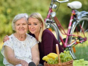 kto może zostać opiekunką osób starszych za granicą
